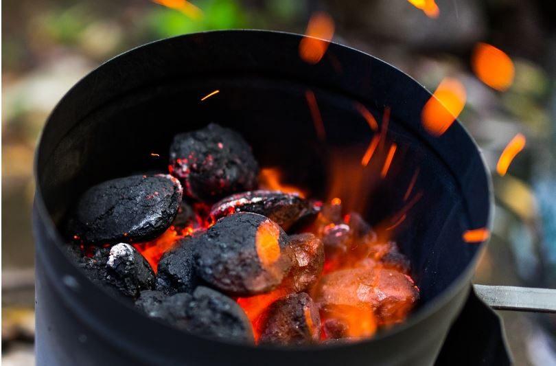 cheminée d'allumage du charbon